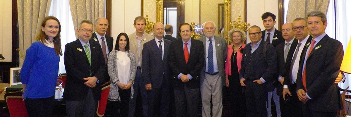 Visita al Senado de la Junta Directiva de la AEDV